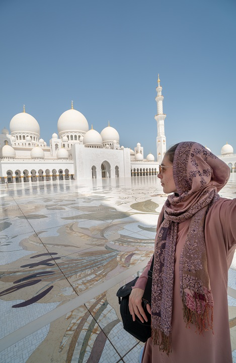 Sheikh Zayed Mosque Abu Dhabi A Girl S Guide To Visiting On A Layover Honest Explorer